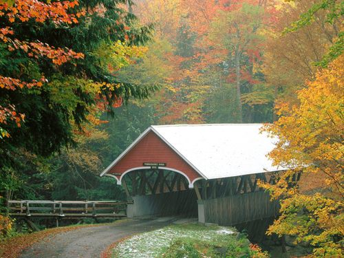 Flume-Covered-Bridge-in-Autumn-Franconia-Notch-State-Park-N