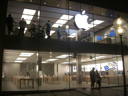 Retail-distribution-Apple-Store-Munich.JPG