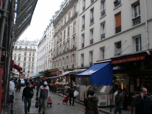 Rue Dejean....tôt quand il n'y a presque personne...
