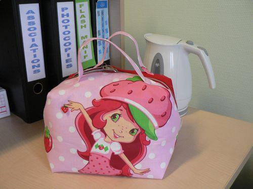 Valisette-Charlotte-aux-fraises.JPG