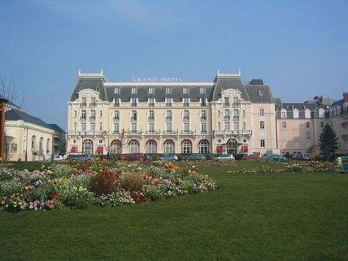 800px-CabourgHotel