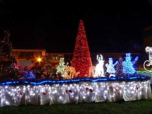 2010-12-27 Illuminations de Noël Mairie Papeete (3)