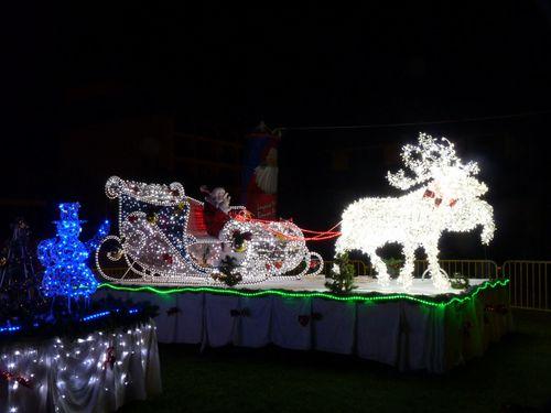 2010-12-27 Illuminations de Noël Mairie Papeete (4)