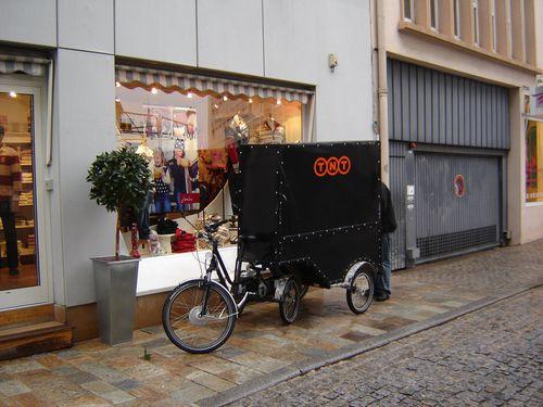 Becycle-a-Dijon-pour-porter-colis-centre-ville.JPG