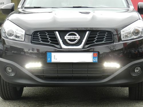 feux de jour leds qashqai installation nissan cahors photo video. Black Bedroom Furniture Sets. Home Design Ideas