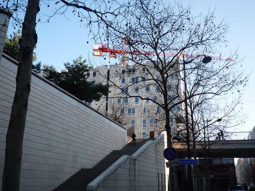 Une escalier donnant accès à la plaque - rue des Grands M