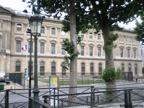 Facade-exterieure-sud-complete-Cour-Carree.JPG