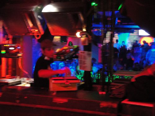BTM : DJ in a smaller dance floor