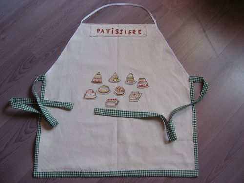 tablier-fillette-theme-patisserie-taille-6-a-12-copie-1.jpg