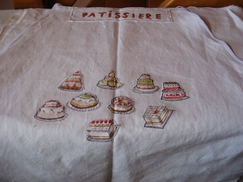 tablier-fillette-theme-patisserie-taille-6-a-12-copie-4.jpg