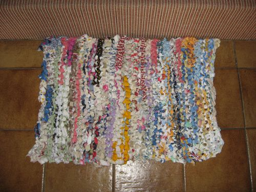 tapis-en-chutes-de-tissu-tricotees-009.jpg