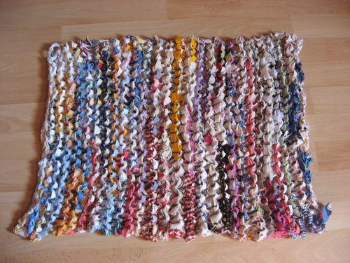 tapis-en-chutes-de-tissu-tricotees-010.jpg