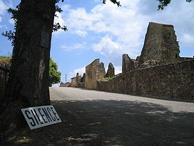 280px-Oradour-sur-Glane-Entrance-1361
