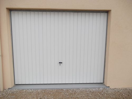 Porte sequentielle garage maison design - Isoler une porte de garage ...
