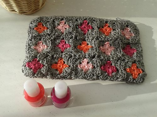RUCHE POCHETTE GRIS ROSE