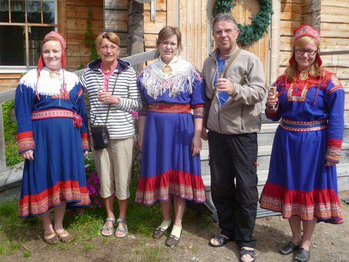 2013 07 11 m avec des femmes Samis