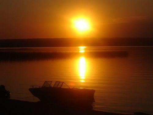 Rouge coucher et lever du soleil le miroir du temps - Lever et coucher du soleil est ouest ...