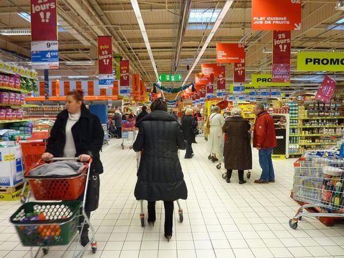 Tout au long de l opération « les 25 jours Auchan », on a pu entendre à la  radio de multiples chansons vantant ... 935a6a546bb7