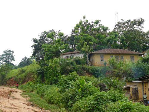 saras-congo-village-brique