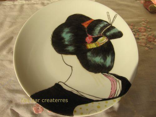 geisha peinte sur assiette