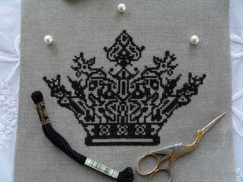 broderie couronne noire 003
