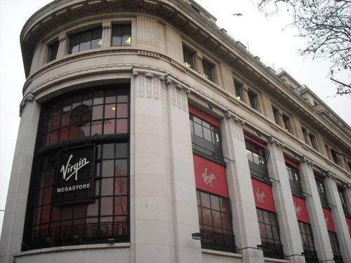 Virgin-Megastore-Paris-600x450.jpg