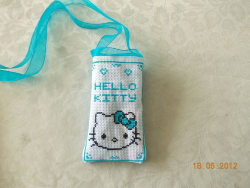 Poche-portable-Hello-Kitty-Bleu.JPG