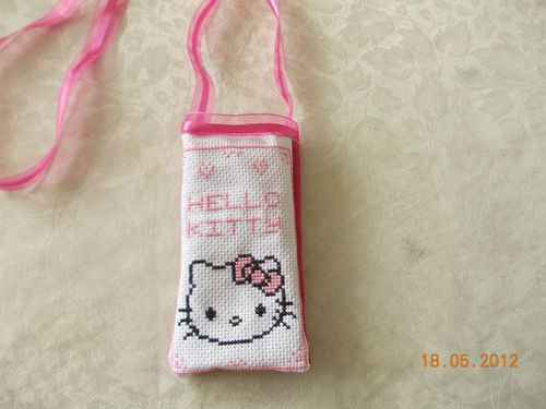 poche-portable-Hello-Kitty-rose.JPG