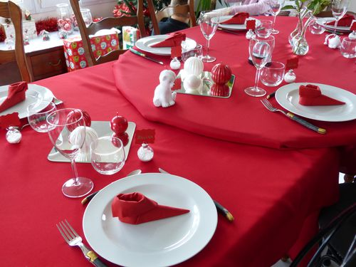 D coration de table no l rouge et blanc la passion de dharma - Deco table noel rouge et or ...