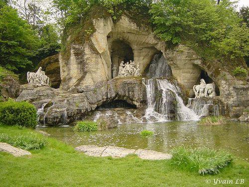 Bosquet des bains d appolon du chateau de versailles