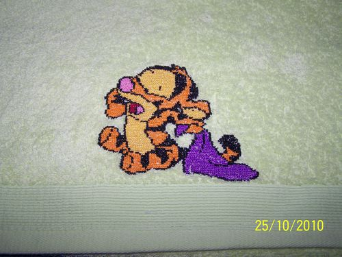 serviette brod e b b tigrou pour petit pitchounet les d lices de mag. Black Bedroom Furniture Sets. Home Design Ideas