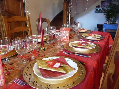 Table de noel en rouge et or creative 39 sisters - Table de noel rouge et or ...