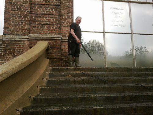 Nettoyage au Karcher des 2 escaliers EN COURS (1)