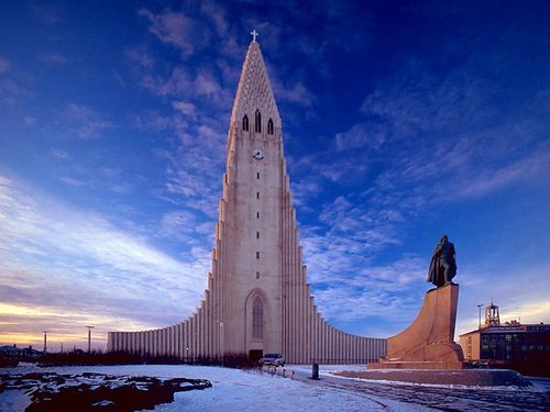 Hallgrimskirkja_transposed-wiki-.jpg
