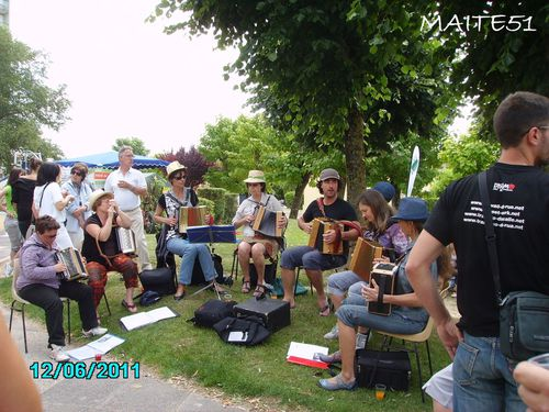 Groupe-Accordeons-a-Chalons-en-Ch-JPG