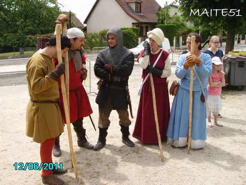 Groupe-medieval-a-Chalons-enCh-JPG