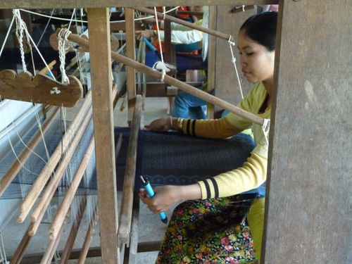 06-Siem Reap-sericulture-tissage 2