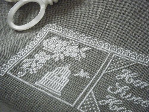 armoire broderie 008