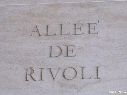 sous-la-pyramide-Louvre-17-07-10.JPG