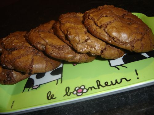 Outrageous chocolate cookies (3)
