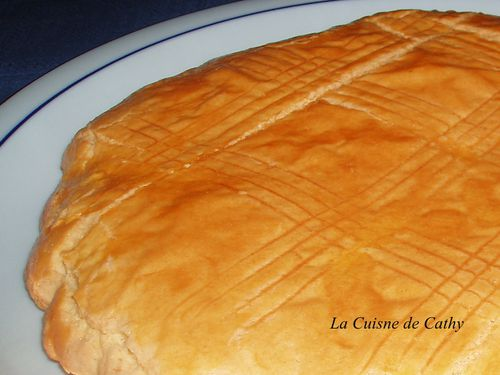 http://img.over-blog.com/500x375/3/20/70/52/2011/galette-charentaise3.JPG
