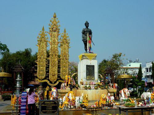 06 Chiang Rai - King Mengrai memorial 01