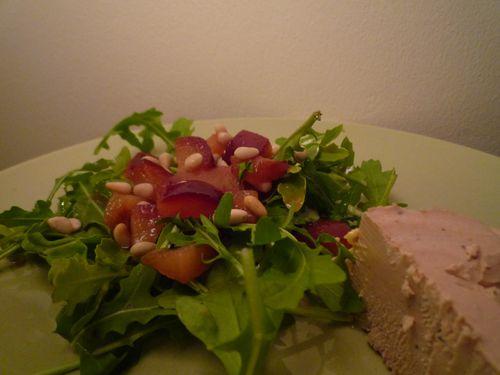 Salade prunes pignons foie gras