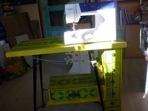 2013-01-27 meuble en carton pour machine à coudre (21)