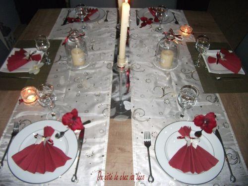 Table ivoire et bordeaux n°2 010