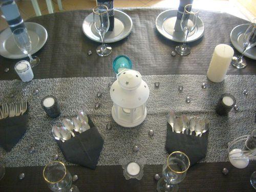 table noir et gris et blanc 012