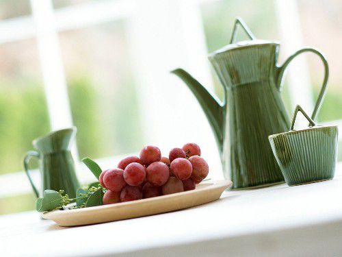 Table_Served_a_Bunch_of_Grapes.jpg