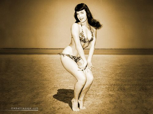 bettie_page_beach02.jpg