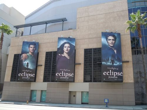 Twilight-Eclipse-movie-billboards.jpg