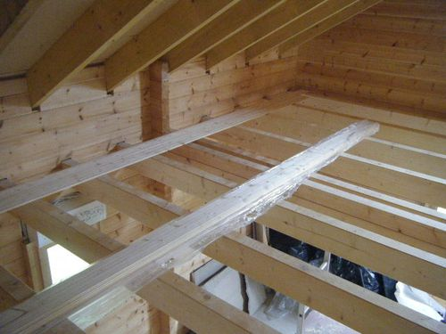 Pose plancher chalet bois madrier for Isolation chalet bois madrier